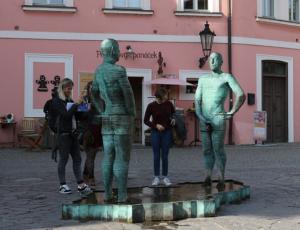 Peeing-men