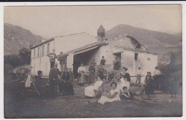 Foligno - Zone montane - Tipica famiglia degli inizi del 900.